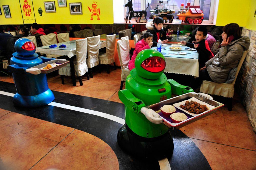 Robots-working-in-Restaurants-in-China
